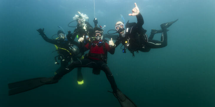 dive instructor - make money while traveling