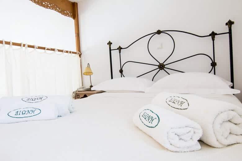 Skyros-hotel-room