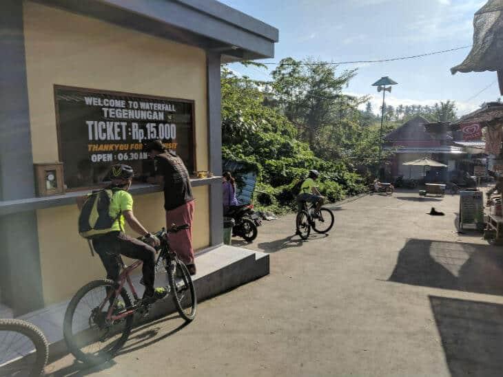 tegenungan waterfall ubud entrance fee