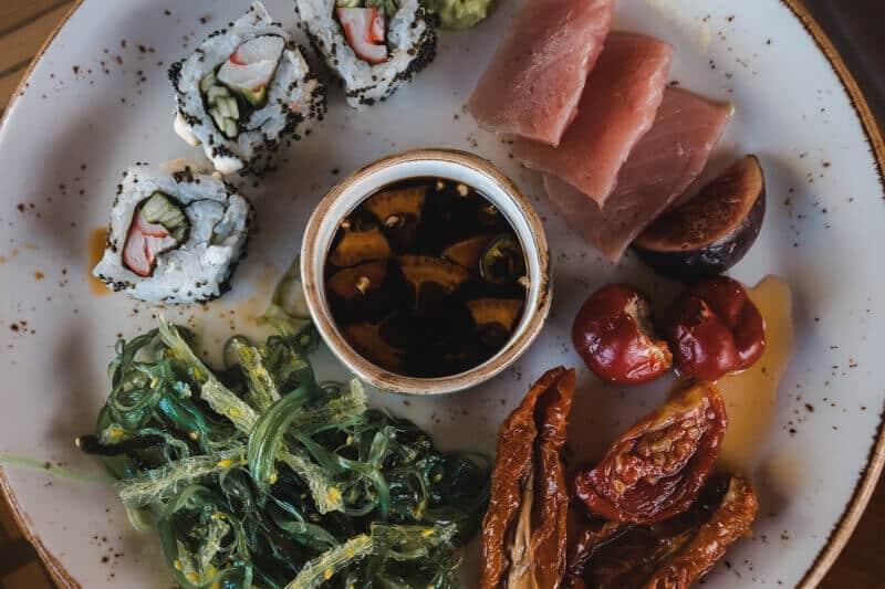 Hurawalhi-lunch-buffet-sushi