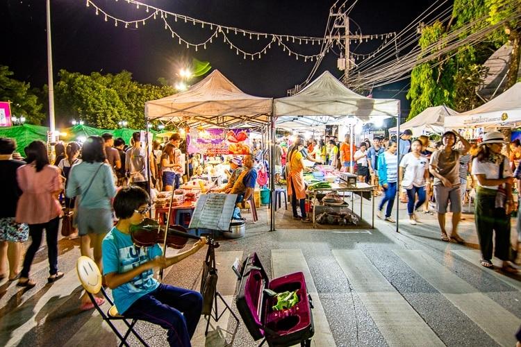 nattmarknad i Chiang Rai