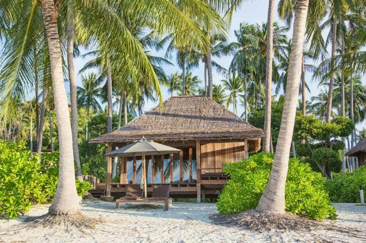 bungalow vid stranden i thailand