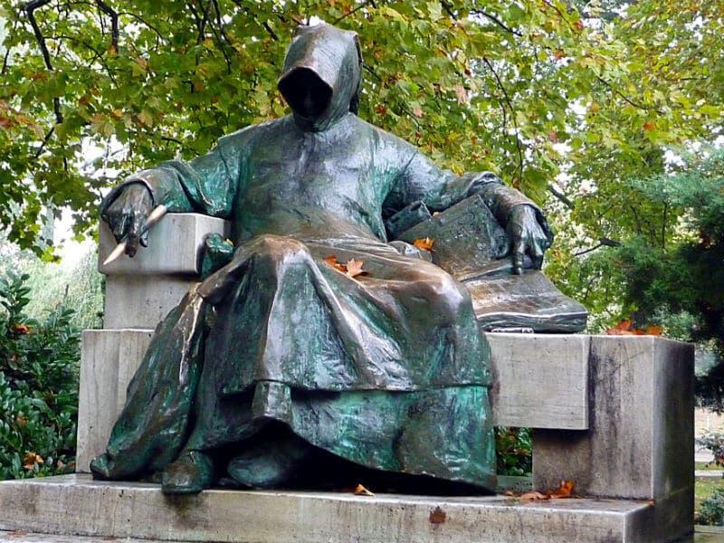 writer statue