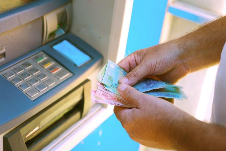 bankomat och vietnamesiska pengar