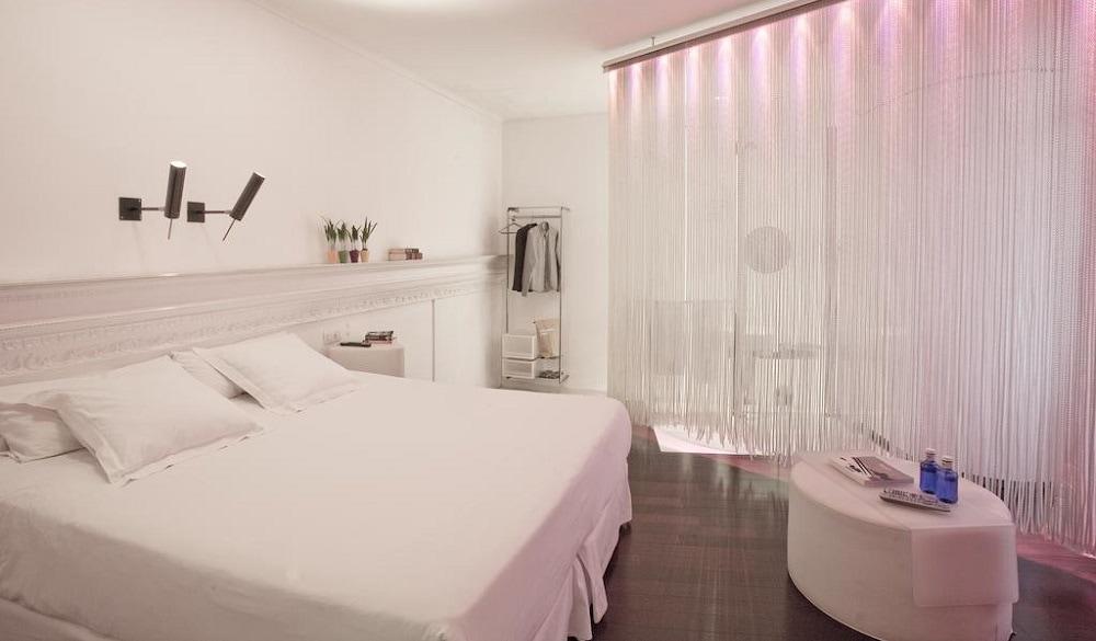 Chic & Basic Born Hotel bedroom