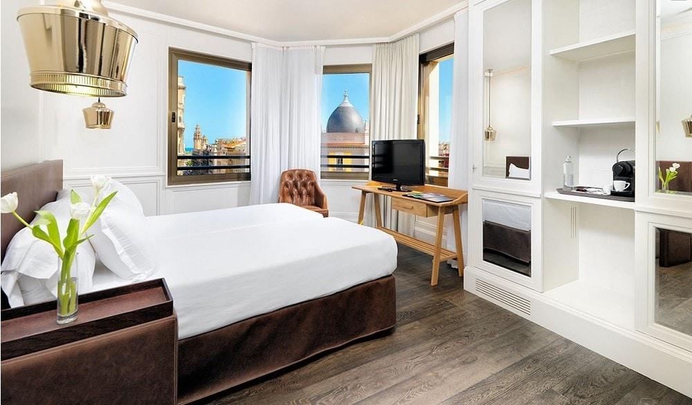 H10 Montcada Hotel bedroom