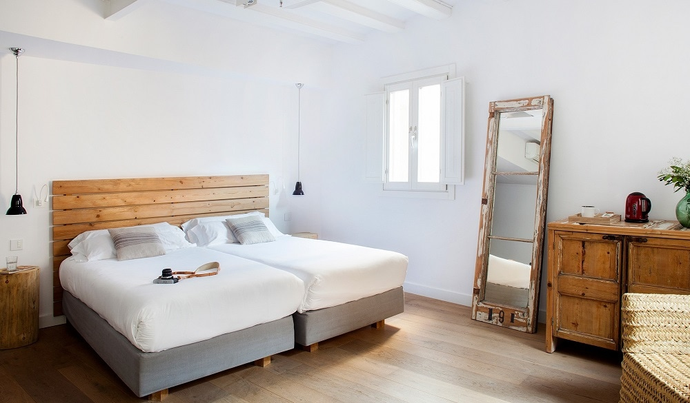 Hostal Grau Barcelona bedroom