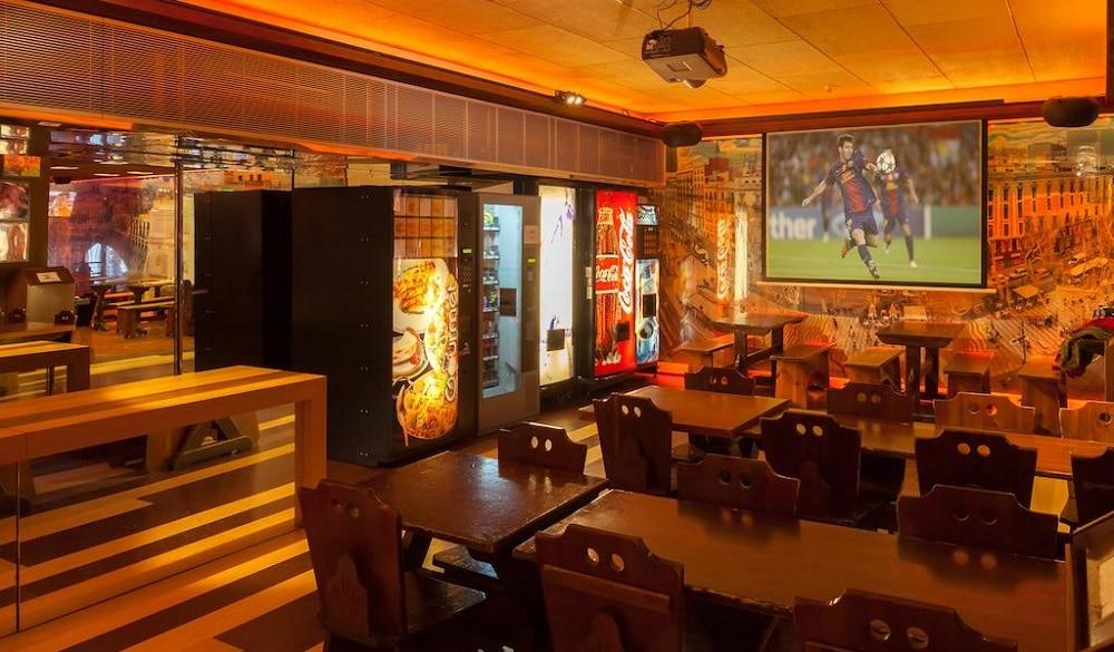 Kabul Party Hostel Barcelona bar