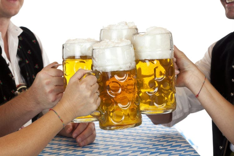 hungary facts - dont clink beer glasses