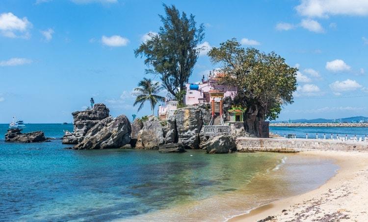 Dinh Cau Rock