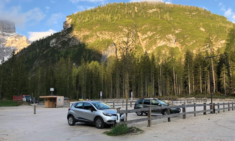 parking at lago di braies