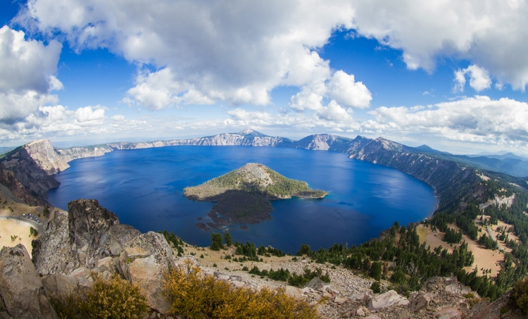 Crater Lake - Beautiful places to visit in Oregon