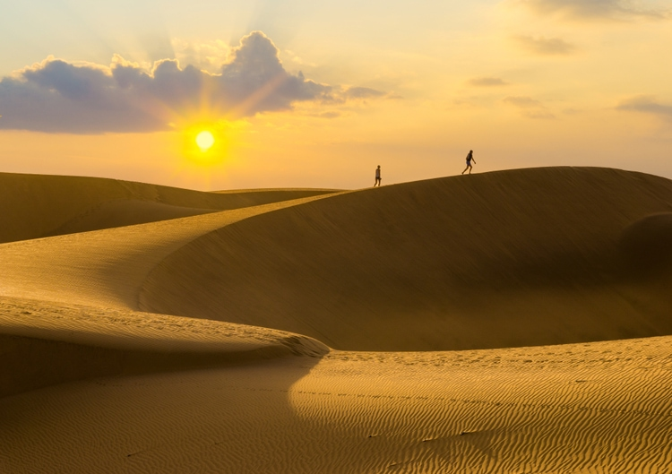 sand dunes - cool places to visit in spain