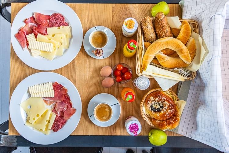 stajn haus frukost