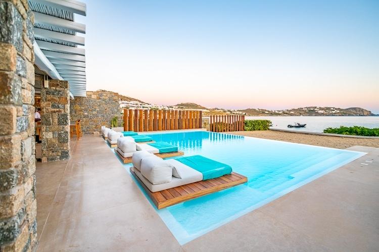 bill and coo coast suites main area pool