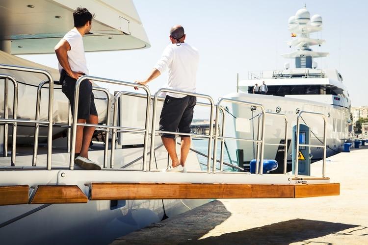 jobba pa lyxbåt