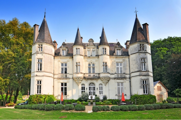 Castles in France where you can stay overnight