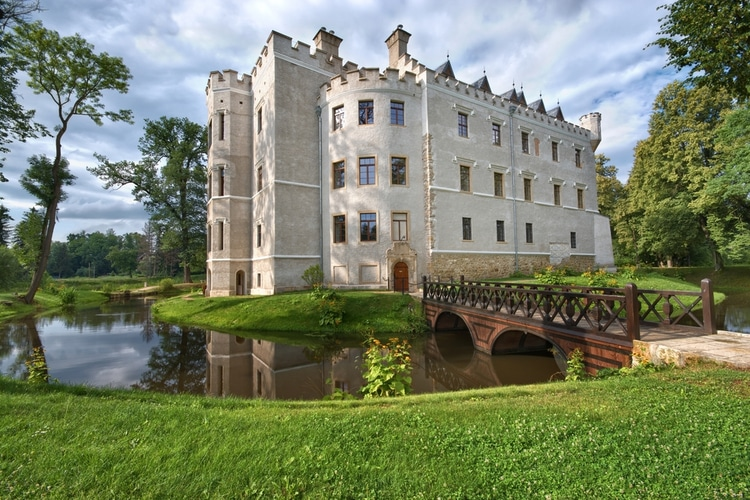 Karpniki - Polish castle where you can stay overnight