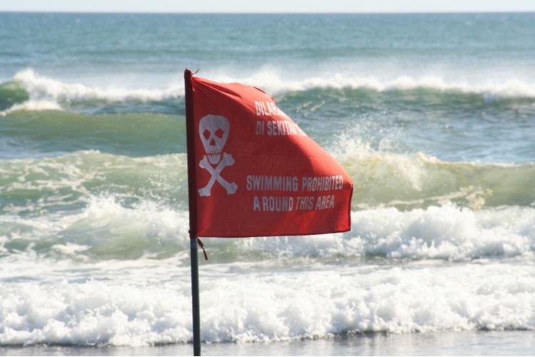 Are bali beaches safe to swim