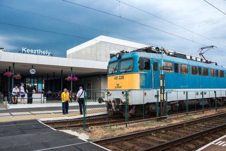 Train to Balaton