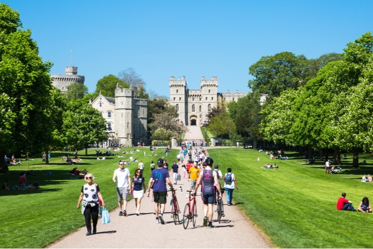 How to get to Windsor Castle on foot