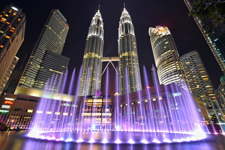 musical fountain at night with background of Petronas Twin Tower