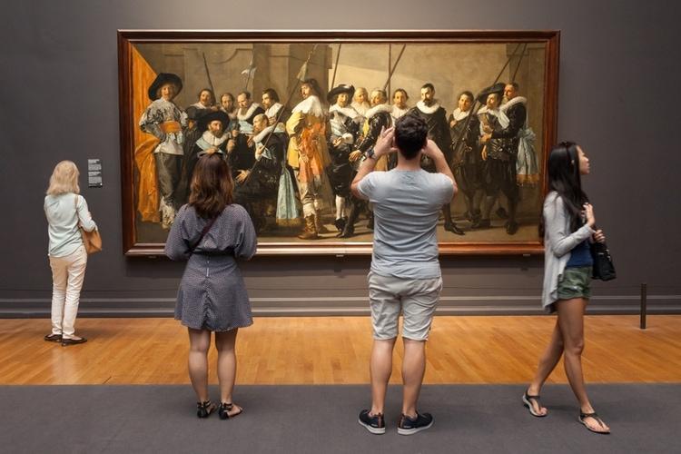 Turistas en el Rijksmuseum