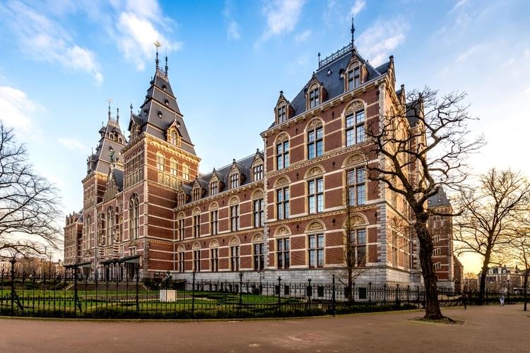 Famoso edificio del Rijksmuseum en Amsterdam