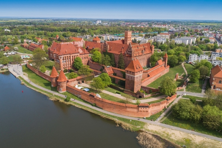 The largest castle in the world