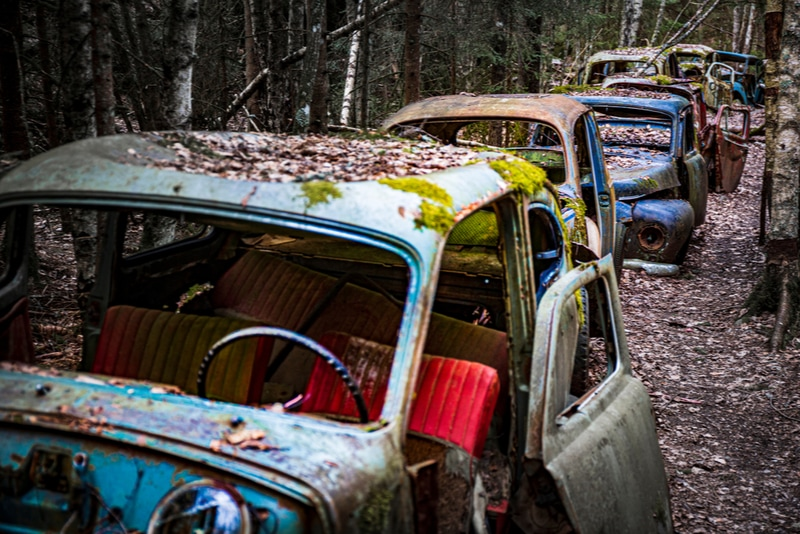 Båstnäs bilkyrkogård