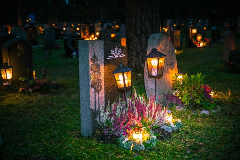 gravstenar på skogskyrkogården