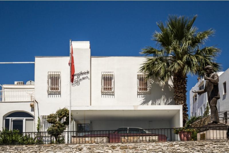 Zeki Müren Arts Museum