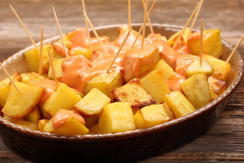 Patatas Bravas – Stekt potatis med het sås (spanskt recept)